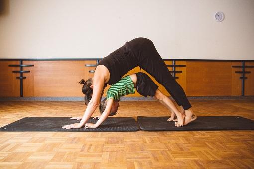 Yogapraktijk OmiYoga - Ouder & kind yoga 2