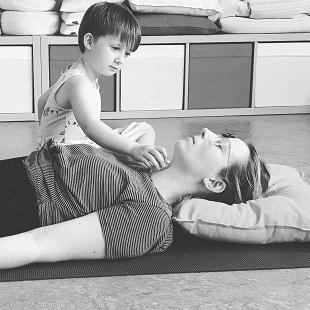 Yogapraktijk OmiYoga - Ouder & kind yoga 4